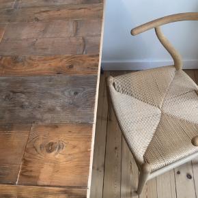 Super fint plankebord, perfekt til den lille lejlighed. Måler 125 x 80