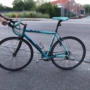 Har denne her meget fine Bianchi Impulso racercykel til salg.  Cyklen sælges, da den ikke længere bliver brugt.  Skriv for mere information, og kom med et bud :)