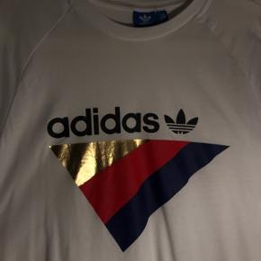 Sælger denne lækre, bløde trøje fra Adidas, brugt få gange.  Str. M Nypris: 500