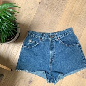 Shorts fra Levi's, str 27 - sælges for 125kr ✨