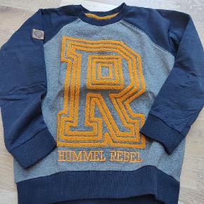 Super fin Hummel sweatshirt   Aldrig brugt kun vasket 1 gang i Neutral  Se også mine andre bluser fra Hummel