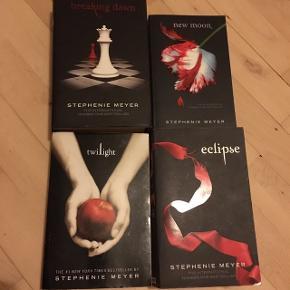 4 bøger af Stephenie Meyer fra twilligt serien sælges samlet . Engelsk tekst .