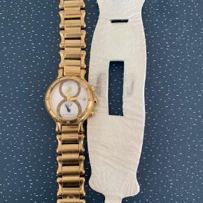 Rigtig smukt ur fra Caroline Wozniacki og Rosendahl  Kommer med begge remme - alle led til kæden følger med  Nypris var omkring 3000.  Skal ha nyt batteri.   Mp 600