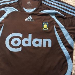 Brun Brøndby udebane Adidas fodbold trøje med Anders Randrup tryk - størrelse medium. Brugt en enkelt gang da den er købt for stor.  Ingen tegn på brug
