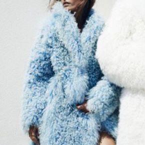 Overvejer at sælge min smukke blå Saks Potts pels. Tibetansk lam. Utrolig varm, meget smuk og dejlig vamset.  Perfekt til vinter!!