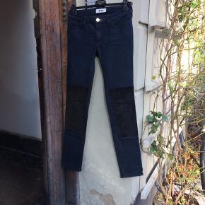 Acne jeans med ruskindsdetaljer