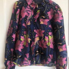 """Helt ny skjorte fra """" Stine goya """" i str. xs. Np. i butikkerne nu 1600 kr. Mp. 599 kr"""