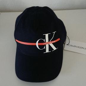 Calvin Klein Vanter & hue