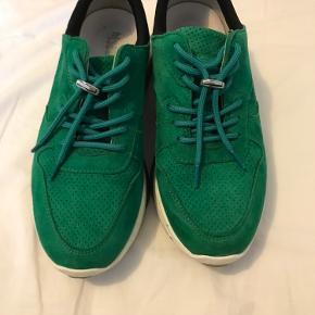 De fedeste sko fra Blue on Blue, der er blevet brugt Max to gange og er i virkelig god stand☀️