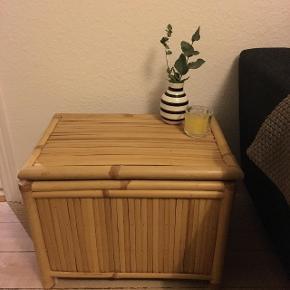 Lille bambusbord. Kan også bruges til opbevaring. Fin stand.