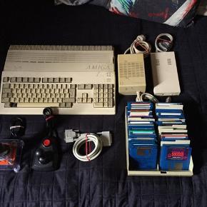 Amiga 500 med diverse tilbehør, og en kasse spil sælges..    Den er testet, og virker fint..    Der mangler desværre tv modulet, men det kan rekvireres billigt herinde..     Der er en kasse med diverse spil..     Sælges samlet, og ser helst det bliver hentet, da det vejer og fylder et ondt år..      SE OGSÅ ALLE MINE ANDRE ANNONCER.. :D