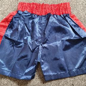 Thaiboxing shorts fra Thailand. Aldrig været brugt. Størrelsen er ca størrelse. Det 👍🙂