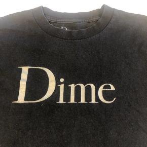Sælger denne Dime T-shirt. Den er god men brugt. Logoet er lidt cracket men selve trøjen er i god stand