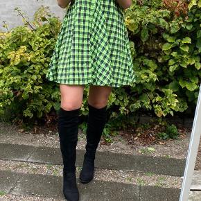 Sorte høje støvler str. 39 (langskaftede)   Perfekt til efterår/vinter hvis man stadig vil have kjole og nederdel på!