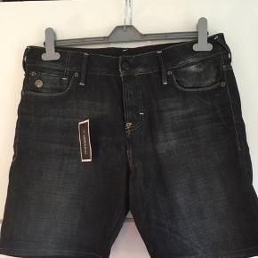 Shorts, str 28