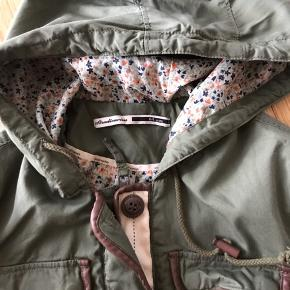 Barely used jacket in size m