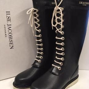 Spritnye Ilse Jacobsen gummistøvler str 35,5 med lang skaft.   Sendes (38kr) eller hentes i Glostrup📦 Se flere ting på min profil - følg gerne 🌼🐝