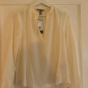Rigtig fin silkeskjorte/bluse. Råhvid. Aldrig brugt, da jeg købte 2 ens.
