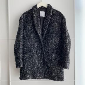 Fin frakke fra mango brugt enkelte gange. Perfekt overgangsjakke