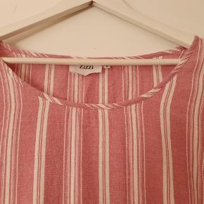 Sød bluse med trekvarte ærmer. Er i 100% bomuld. Brystvidde 122 cm Længde 70 cm Brugt ca. Tre gange.  BYD gerne - kig forbi mine andre annoncer og spar penge på også på portoen 😉