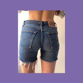 Vintage Levis shorts W27