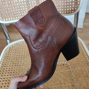 Lækre cowboystøvler i læder. Stor str. 37. Kan afhentes på Nørrebro ☀️