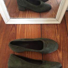 Sko med hæl fra Pavement.