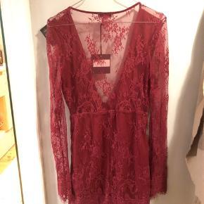 Aldrig brugt  Smukkeste kjole  Str M, men passer til en s/xs