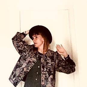Smuk vævet jakke! Den er lidt oversize firkantet, men mega flot!