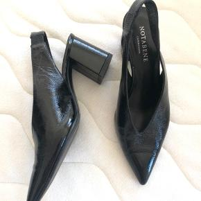 Klassiske heels fra Notabene sælges, brugt en enkelt gang indendøre og fremstår derfor som nye. Størrelsessvarende.