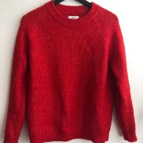 Rød Envii sweater, brugt få gange, sælges da den bare ligger i skabet og ikke bliver brugt☺️