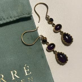Guldbelagte Carré øreringe med fineste lilla sten (ametyst).