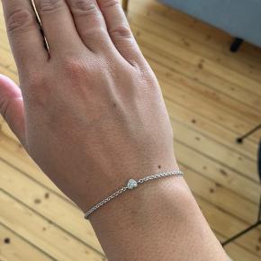 Smukkeste hvidguld armbånd. Alle informationer står på nr.2 billede