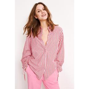 Envii skjorte. Oversize xs. Købspris i butik: 500kr  ÅBEN FOR BUD - BYTTER IKKE  🔭Mp: 200 inkl forsikret fragt (jeg betaler)🔭