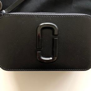 Marc Jacobs snapshot taske. Kun prøvet på. Sendes i dustbag.