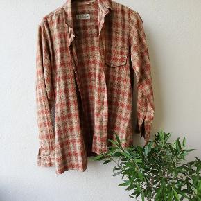 Vintage skjorte, lille i størrelsen xs/s passer nok bedst