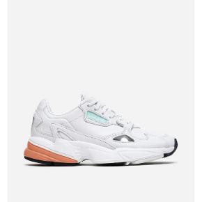 ADIDAS FALCON W ~ ny pris 1.000,- ~ sælges for 340 kr inkl levering -. str 37