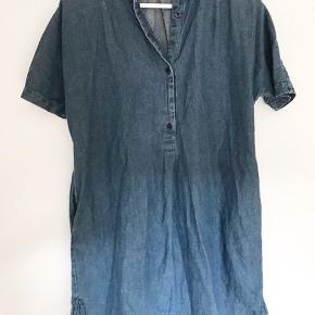 Kjolen ser også helt ny ud, den ikke er blevet brugt. Den kommer fra et røgfrit hjem.