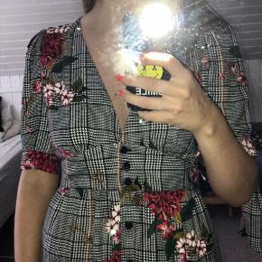 Super flot kjole fra Mango i str. L 💜 Førpris: 300kr