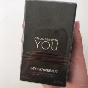 Uåbnet parfume til salg. Helt ny og stadig plumberet. Sælges da det var en gave