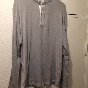 Sælger min trøje, da jeg ikke bruger den. Trøjen er i god stand og fejler intet.  Prisen kan forhandles.  Skriv/ring hvis du har spørgsmål, eller hvis du vil bede om flere billeder.