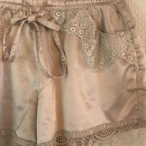 Fine shorts med 2 små lommer fra Buch Copenhagen i str S