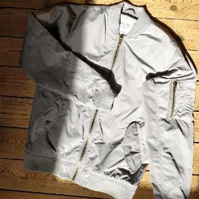 Smart jakke str small fra Just Junkies Den fremstår som ny Se også mine andre annoncer ‼️