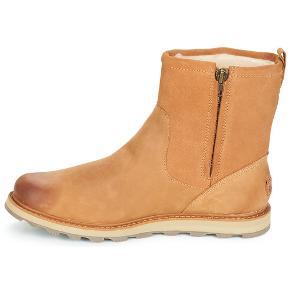 Super lækre vinterstøvler fra Sorel. Ubrugt med tags. Nypris = 1800 kr. Størrelse 44.  Med foer og vandtætte så fungerer rigtig godt til den danske vinter.  PRISEN FORHANDLES IKKE.