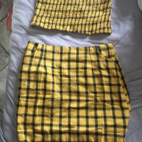 Ternet sæt Der er lommer og lynlås i nederdelen 😊