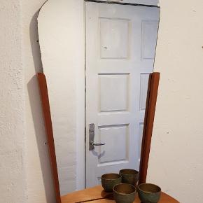 Fint retro spejl med hylde. Har Patina. Pris 450 kr