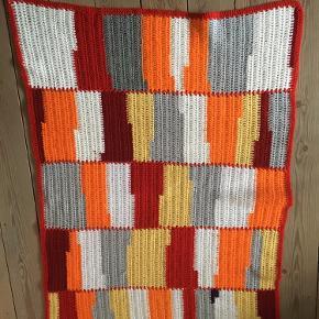 Strikket tæppe, 107 x 76 cm