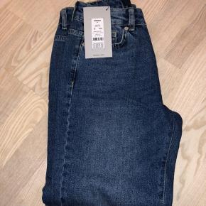Fine bukser, se model og str. på billederne. De sælges kun fordi de er for korte i benene til mig :(
