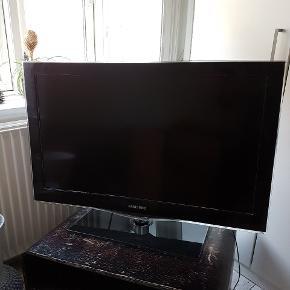 32 tommer samsung fjernsyn. Fungerer som det skal. Ældre fjernbetjening til.