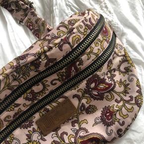 Fin bæltetaske. Brugt 1 gang